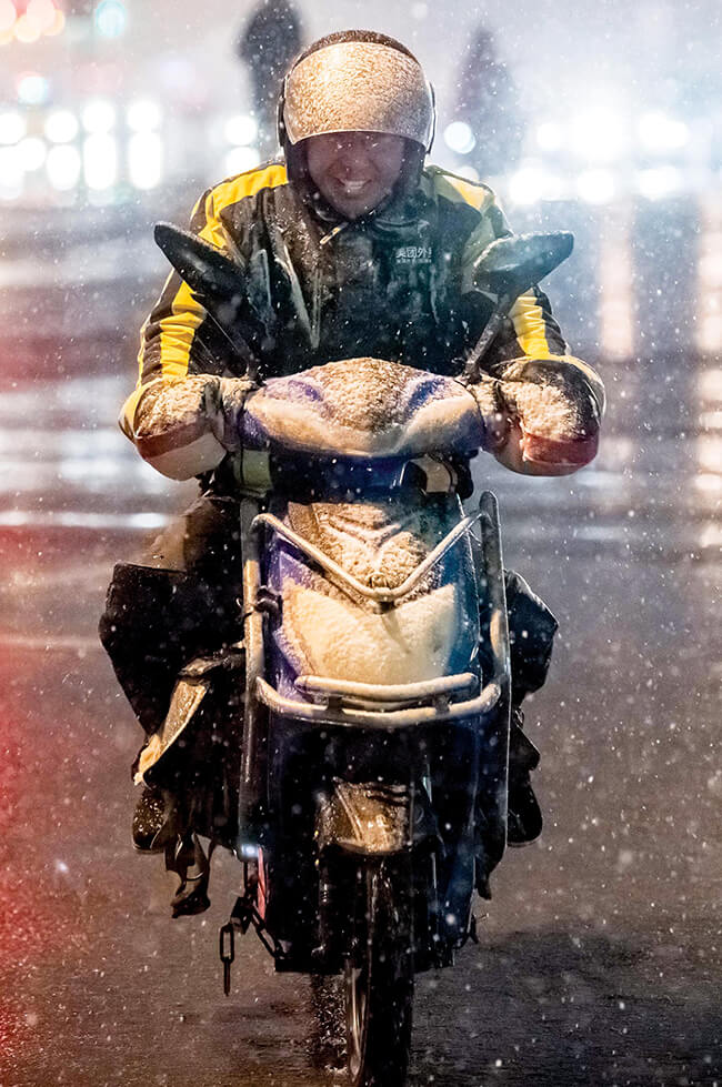 A waimai delivery driver in the rain